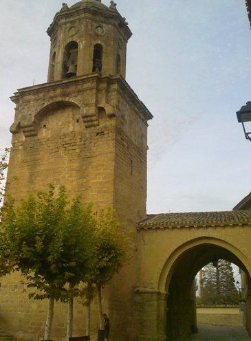 Puente la Reina Iglesia del Crucifijo.jpg