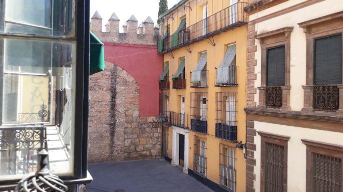 Andalúz körutazás, Sevilla, kilátás a szobánkból balra az Alcázarra