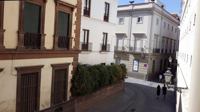 Andalúz körutazás, Sevilla, kilátás a szobánkból az utcán jobbra
