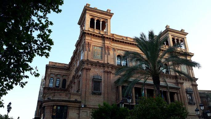 Andalúz körutazás, Sevilla, az egyik szép palota, ahol kormányhivatal üzemel