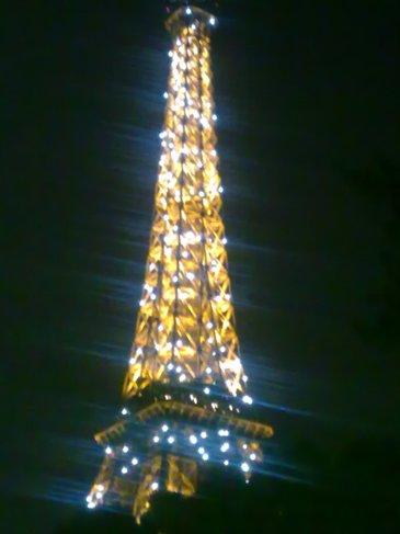 El Camino Parizs Eiffel torony este.jpg