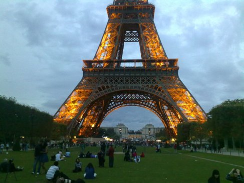 El Camino Parizs Eiffel torony park.jpg