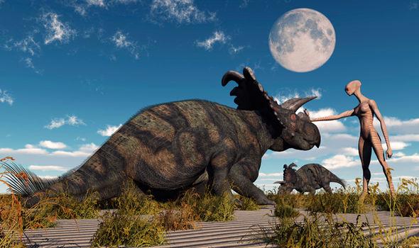 Dinoszauruszok az ufók ellen!