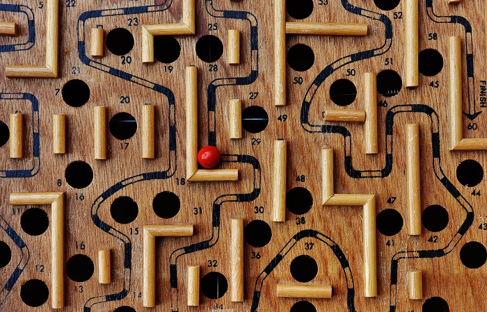 labyrinth-1738039_1280.jpg