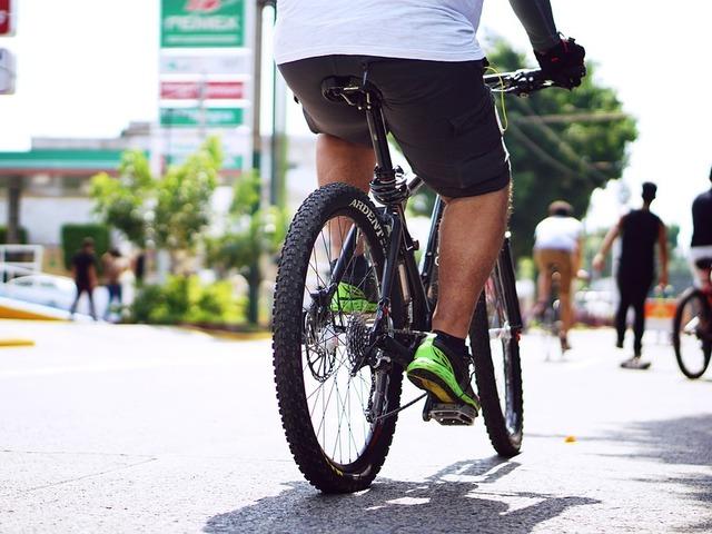 Biciklivel, stoppal, netán szomszédja autójában utazva jár munkába?