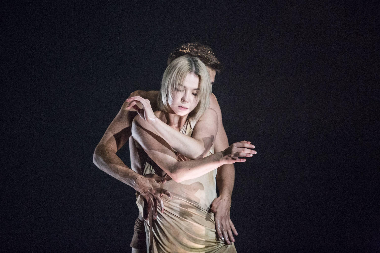 A tatár és moldáv autentikus zenei felvételeket is megszólaltató előadás a cirque danse nyelvén szól - lélegzetelállító produkció, a kelet-európai artistaművészet kirobbanó erejével. <br />Fotó: Pályi Zsófia, CAFe Budapest