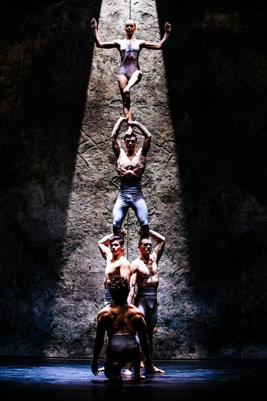 Az akrobatika pedig a káprázatot és az ámulatba ejtést szolgálja.<br />Fotó: Hirling Bálint