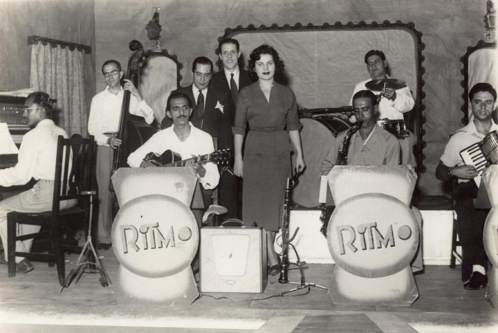 fb-edgar-marques-amalia-rodrigues-em-lourenco-marques-1951.jpg