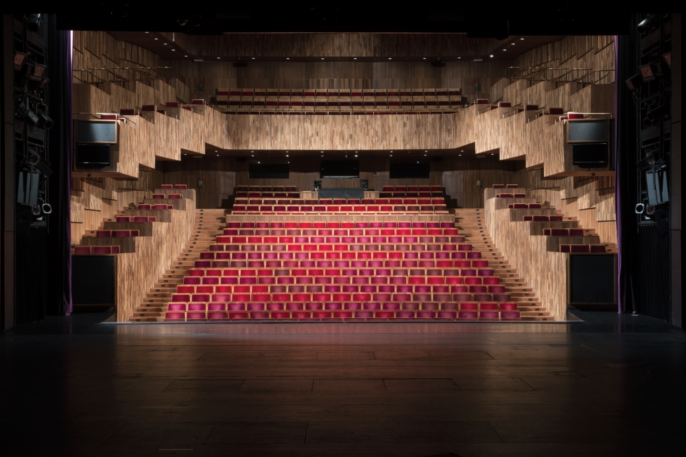 Reméljük, hamarosan élettel telnek meg a Fesztivál Színház széksorai (is)