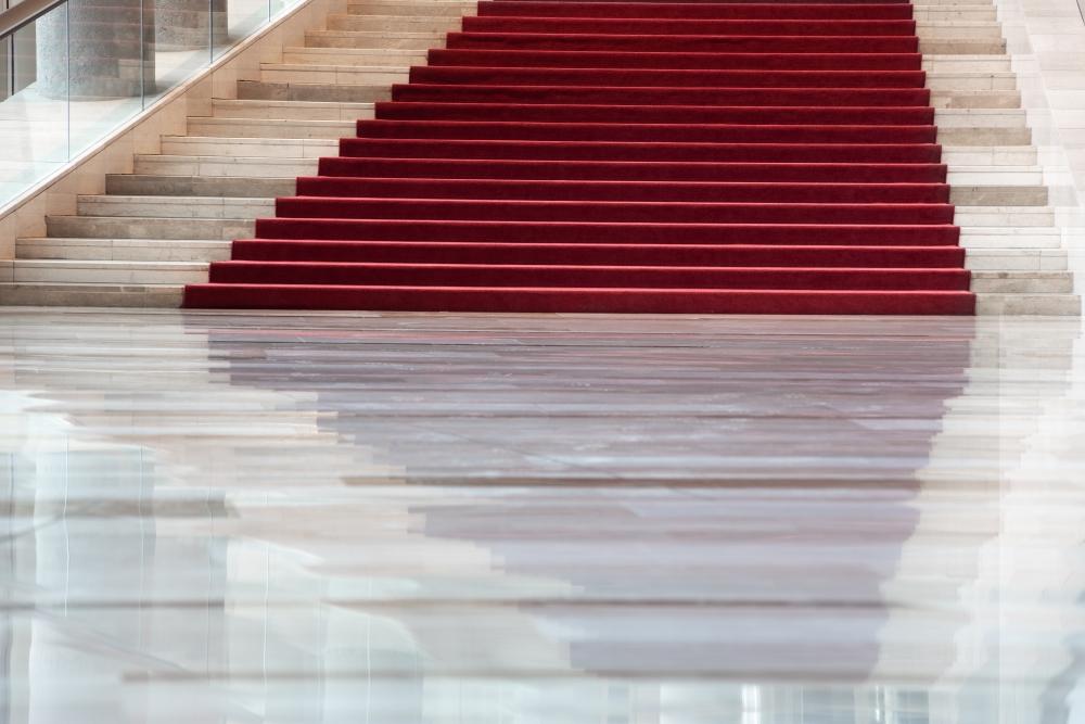 """Tükör által még szebben – ezen a lépcsőn """"békeidőben"""" évente sokezren sétálnak fel a koncertekre igyekezve"""