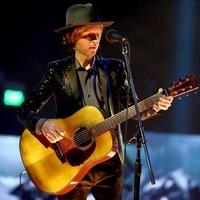 Beck: Sound And Vision (David Bowie-feldolgozás, nagyzenekarral és videóval)