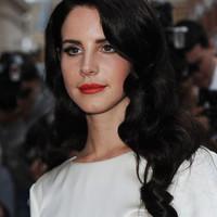 Lana Del Rey feketére festette a haját