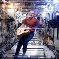 Chris Hadfield: Space Oddity (DavidBowie-feldolgozás az első űrben készült videoklippel)