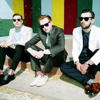 Two Door Cinema Club: Sun (videoklip + remixek) + Beacon – a teljes album!