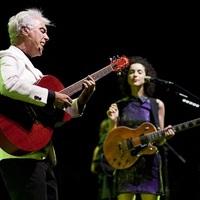 David Byrne & St. Vincent – 38 perces koncertvideó!