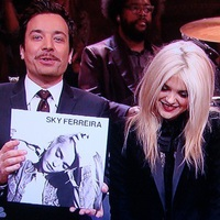 Sky Ferreira & The Roots: Everything Is Embarrassing (tévéfellépés Jimmy Fallon műsorában)