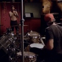 A Red Hot Chili Peppers a Radiohead producerének From The Basement műsorában