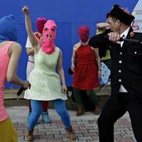 Pussy Riot: Putin Will Teach You How To Love (videoklip korbácsolással)