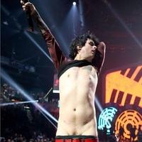 A Green Day frontembere a hétvégi kiborulás után rehabra megy – a teljes koncertfelvétel!