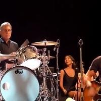 Bruce Springsteen: Stayin' Alive (Bee Gees-feldolgozás Tom Morellóval és vonószenekarral)