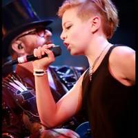 Kaya Stewart: InLoveWithAboy + Jonah (az első dalok aEurythmics-vezér Dave Stewart 13 éves lányától)