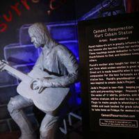 Síró Kurt Cobain-szobor a Nirvana frontemberének szülővárosában