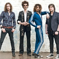 The Darkness: With A Woman (videoklip) + Hot Cakes – a teljes album!