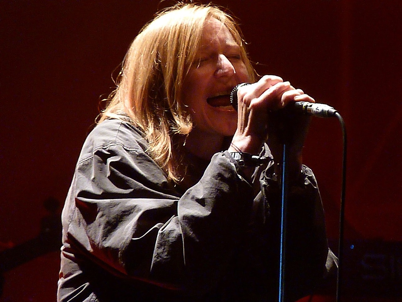 bethgibbons-red.jpg