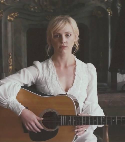 laura-white-guitar.jpg