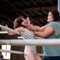 Glow: Női pankrátor a flashdance-ből