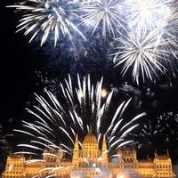 Nézettség: A tűzijáték még Adam Sandlerről is elvonta a figyelmet