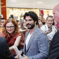 Hatalmas tömeg fogadta Szlovéniában a Végtelen szerelem sztárját (fotók)