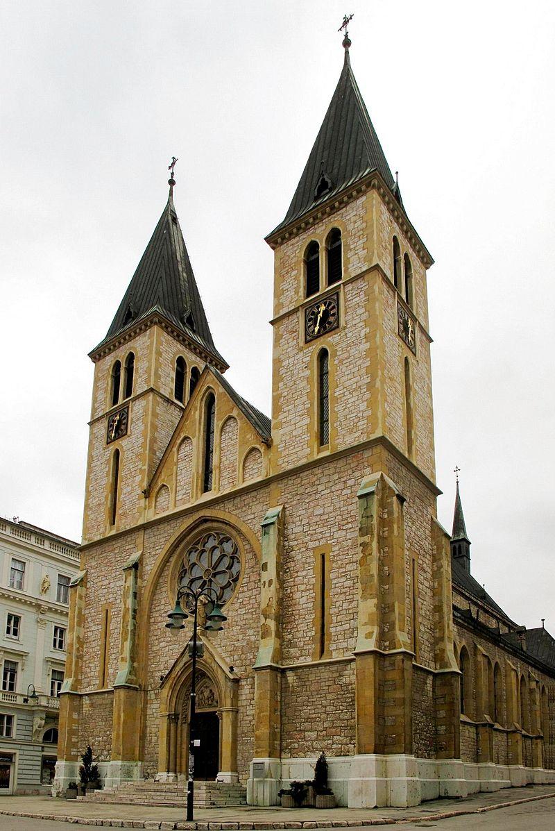 A Szent Szív Katedrális Bosznia-Hercegovina legnagyobb katolikus temploma és Josip Vancaš legelső szarajevói műve. 1884-87 között építette neogótikus stílusban. Komoly károkat szenvedett Szarajevó négyéves ostroma alatt, amit azóta nagyrészt helyreállítottak.