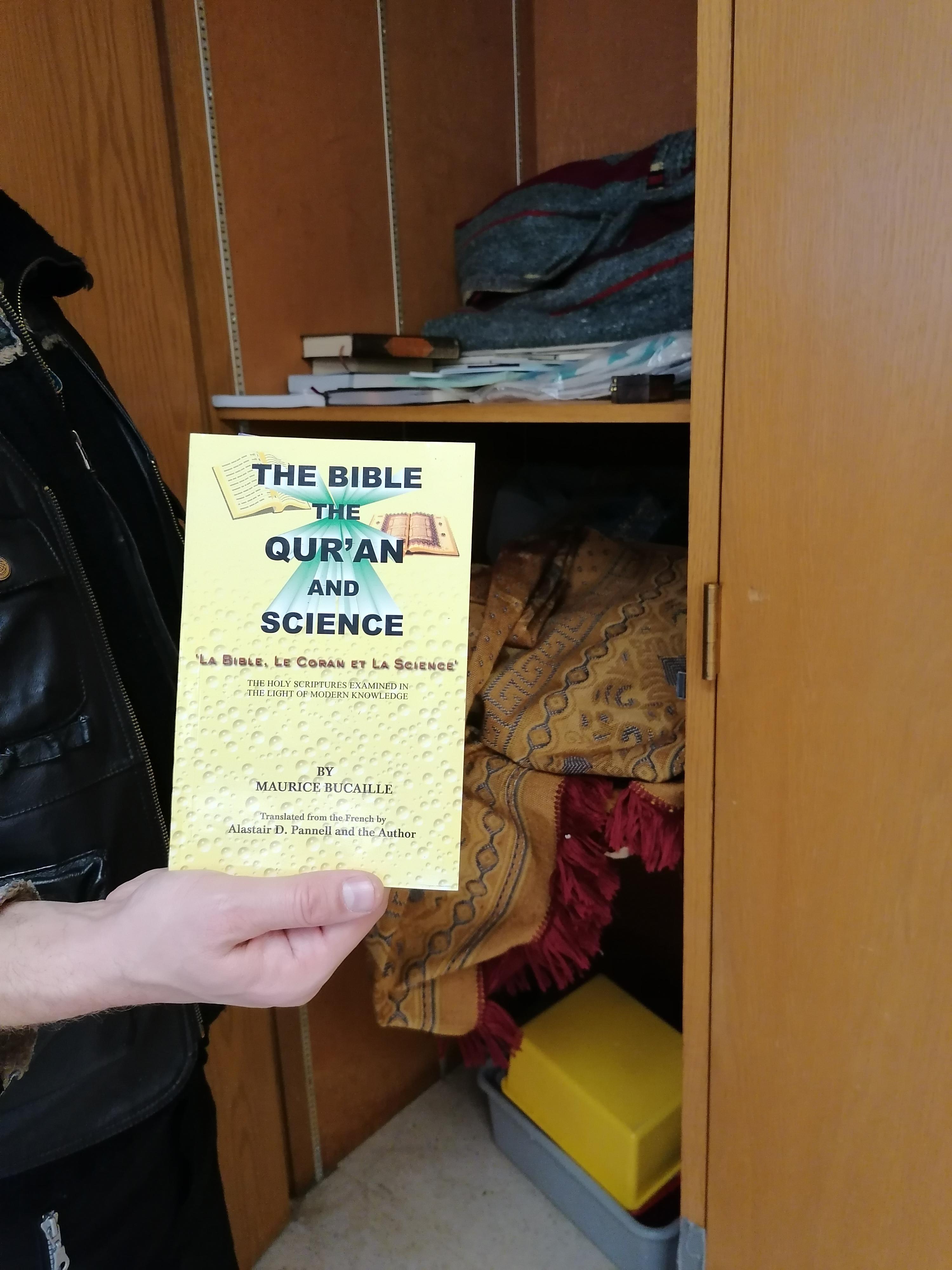 illetve 'A Biblia, a Korán és a tudományok'... Maurice Bucaille műve.