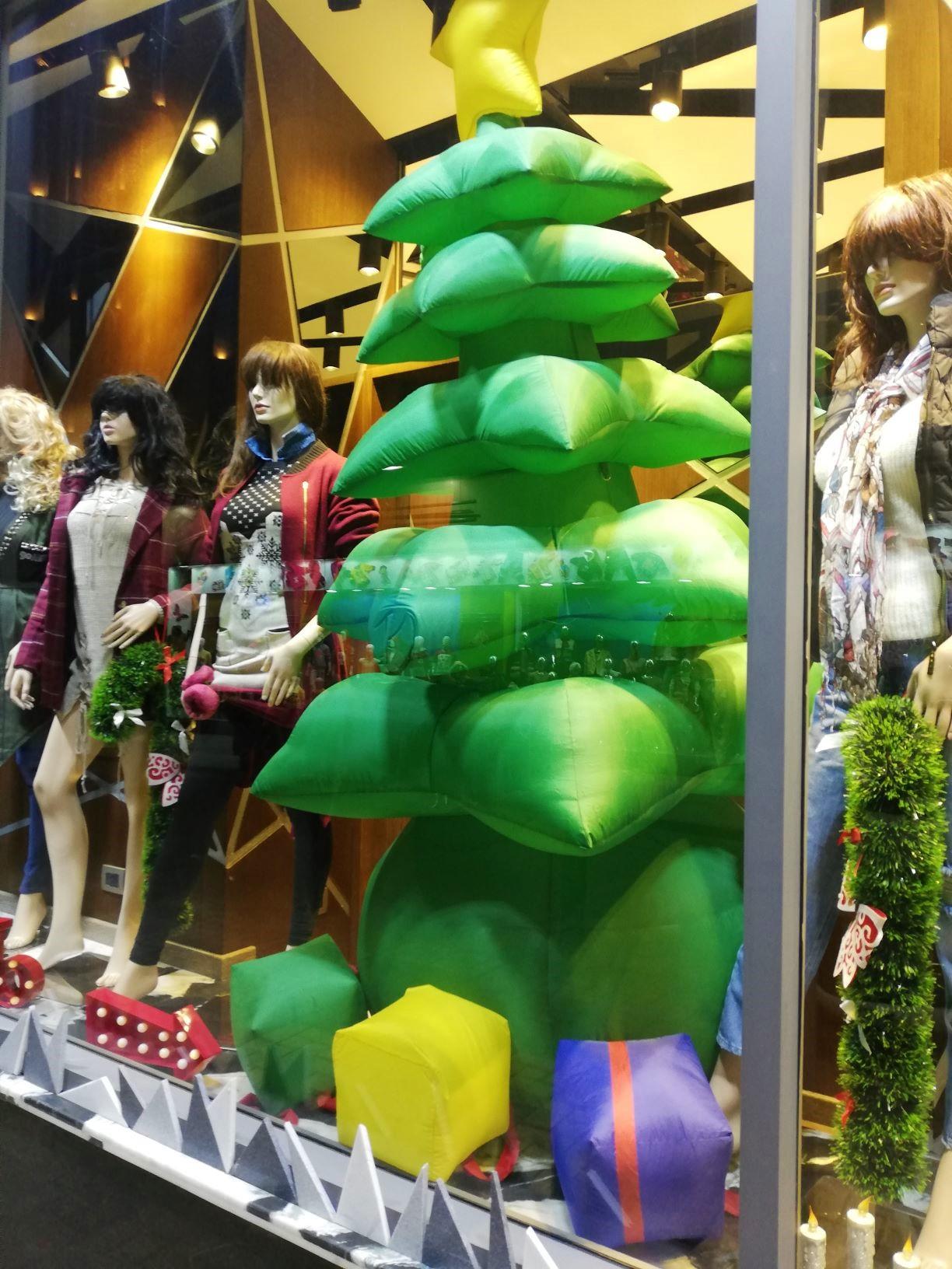 Karácsonyi dizájncenter Kairóban
