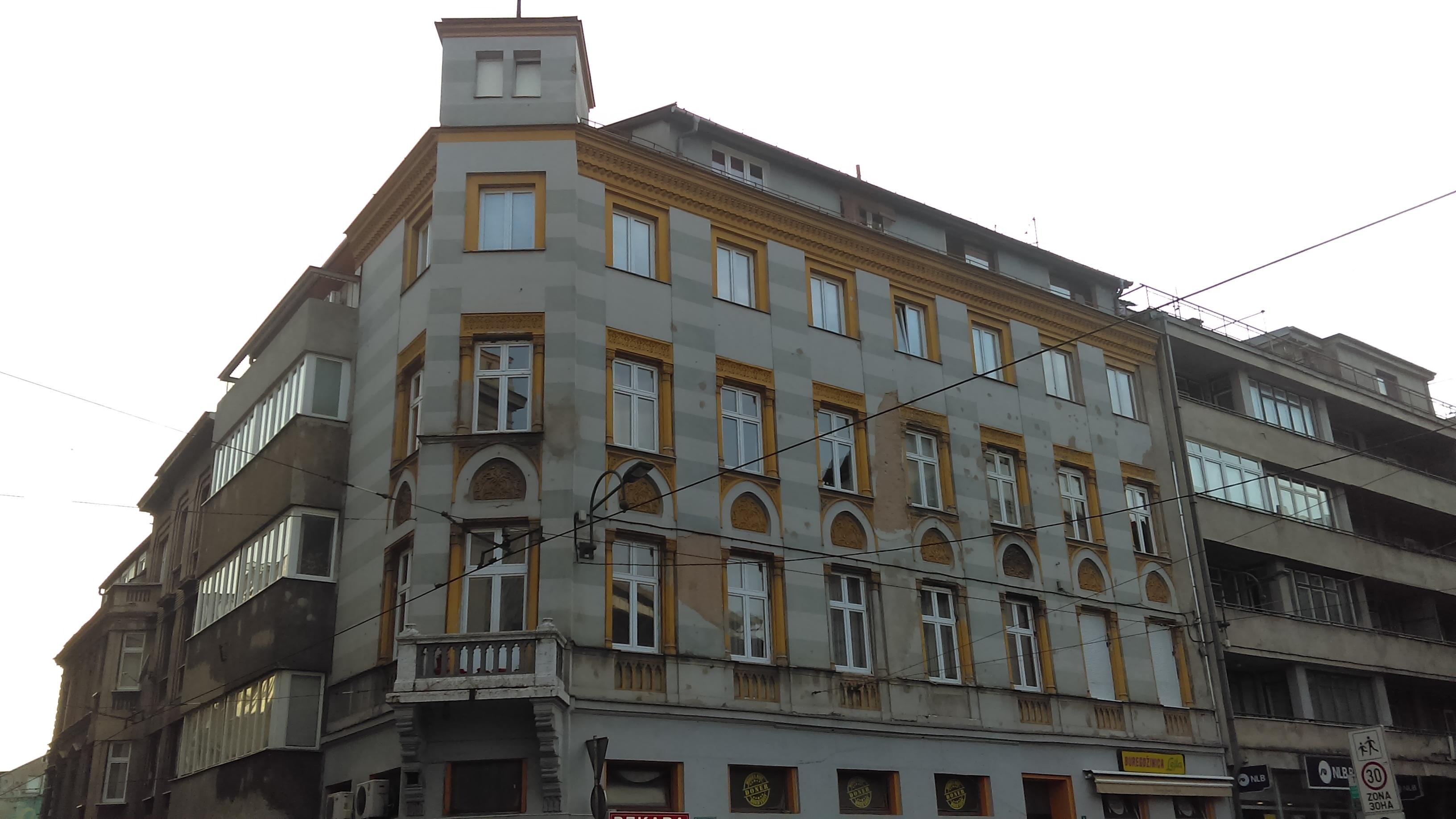 Az 1898-ban épült Đenetić lakóépülete nevét a tulajdonosáról, egy tehetős kereskedőcsaládról kapta.