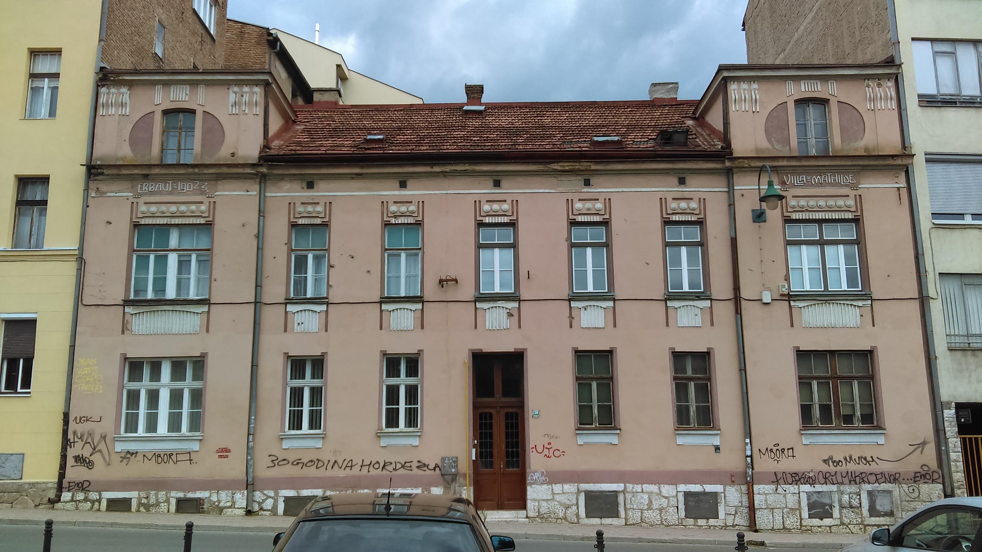 A Villa Mathilde 1902-1903 között épült egy tehetős arisztokrata család palotájaként. A kommunizmus ideje alatt államosították, ma lakóépület.