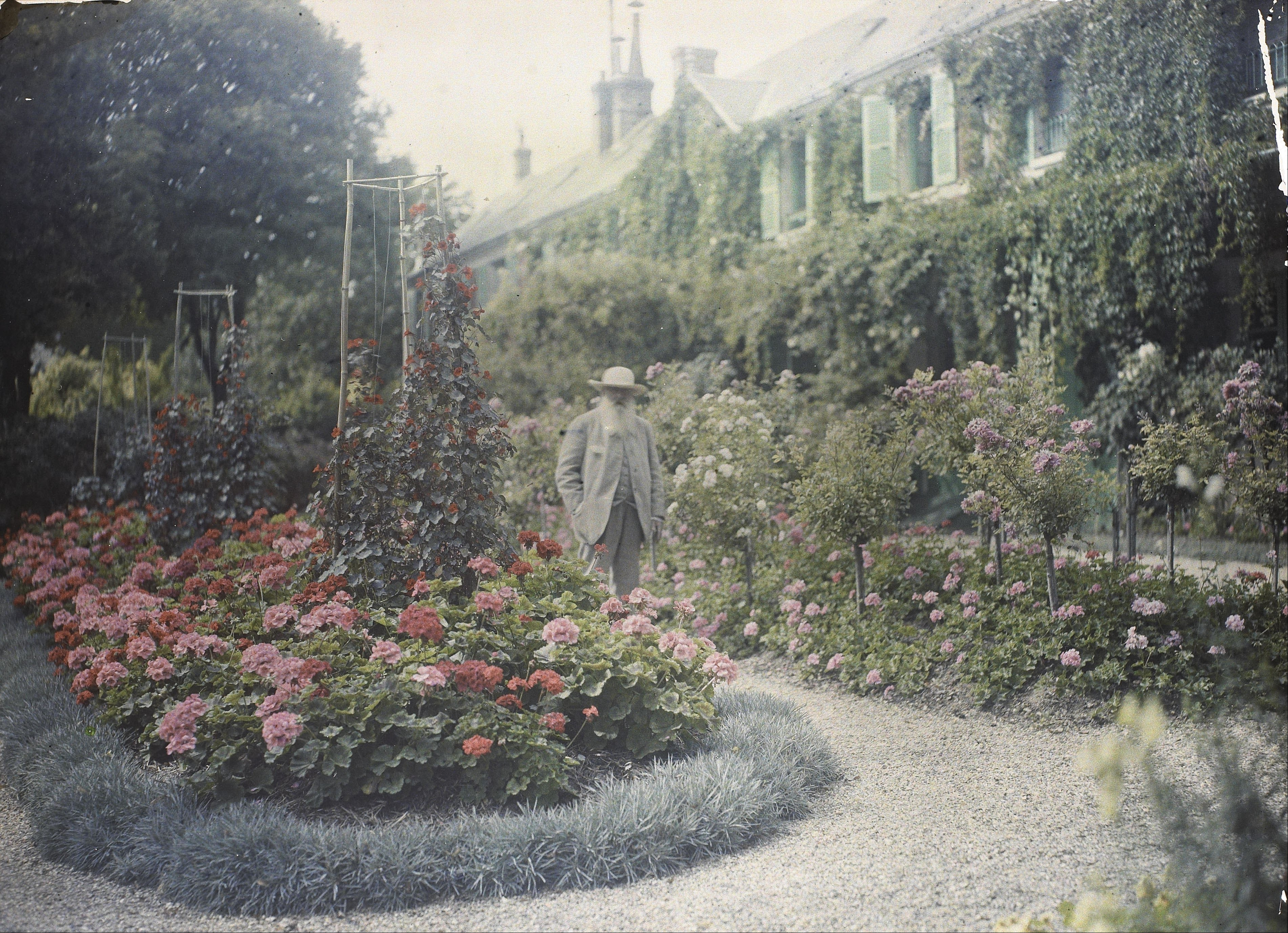 claude_monet_in_front_of_his_house_at_giverny_google_art_project.jpg