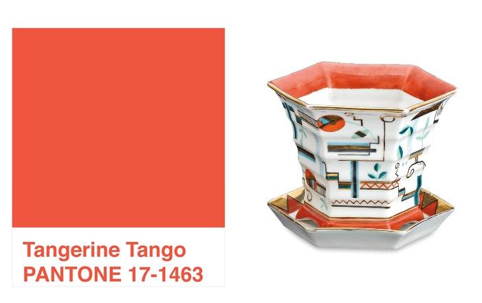 8fb06664ca A szín kedvelőinek egy 20. századi, geometrikus formákból építkező porcelán  kaspót, és a hozzá tartozó aljat ajánljuk a figyelmébe, amelyen a kék és a  ...