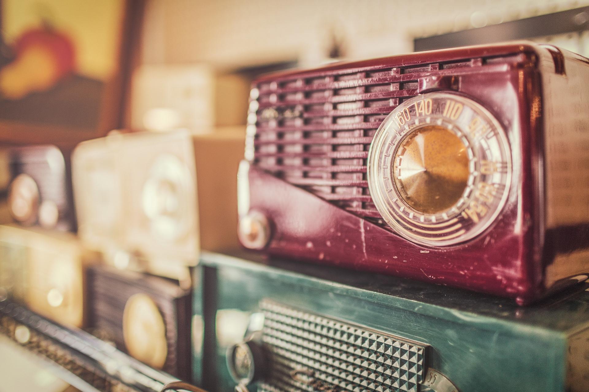 retro-radio-gratisography.jpg