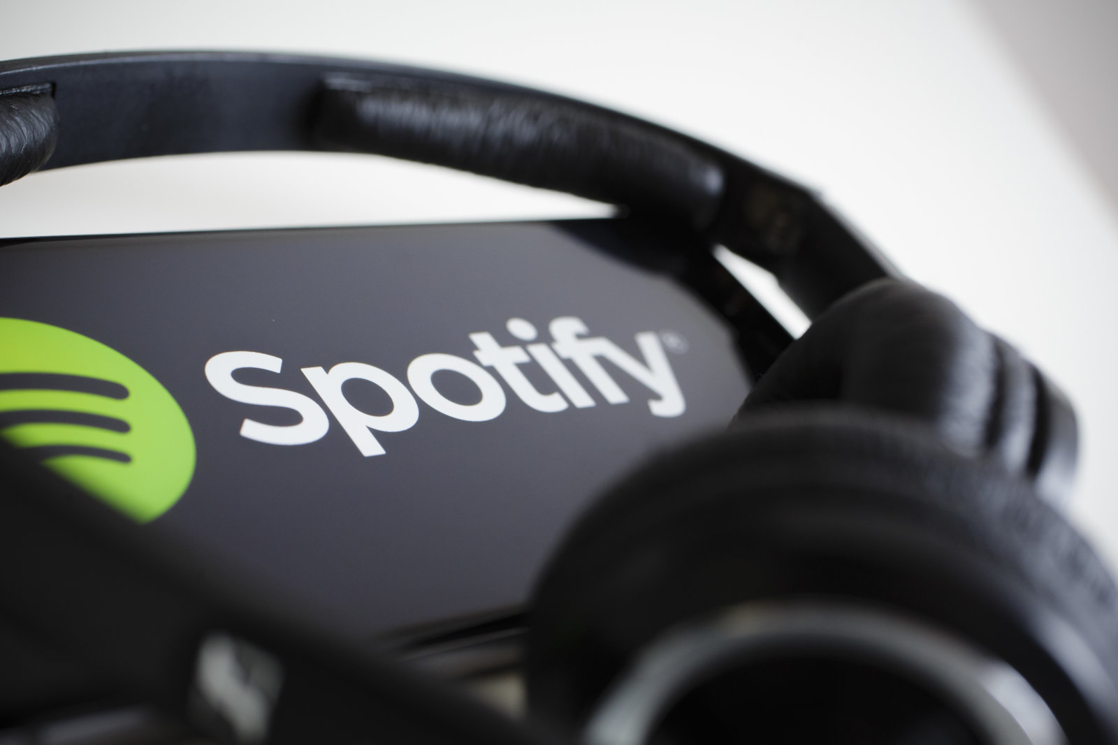 spotify_earpods.jpg
