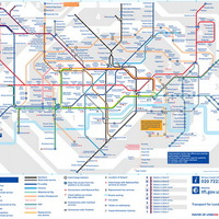 Metró térkép, csövesek, utcai zenészek
