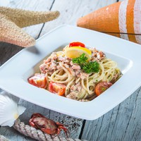 Spagetti tonhallal, gombával és tejszínnel