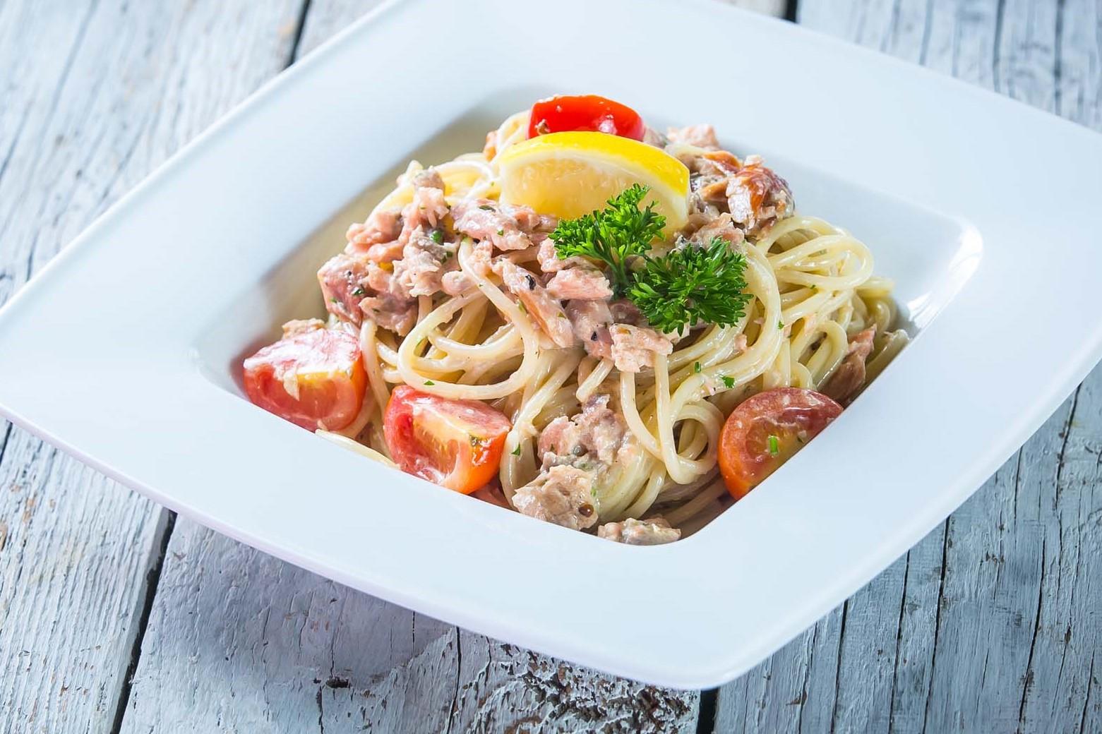 spagetti_tonhallal_gombaval_es_tejszinnel_1.jpg