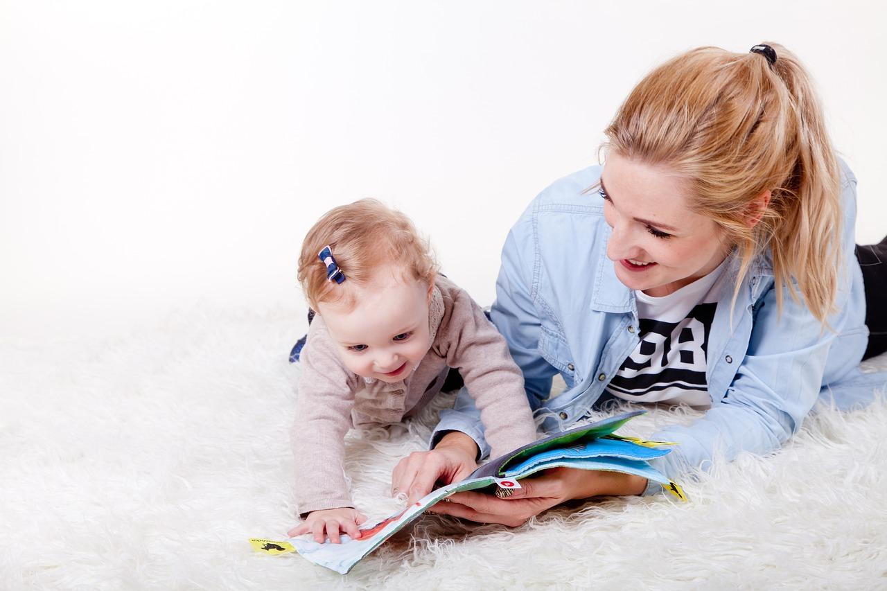 Tanító mondókák babáknak, kicsiknek