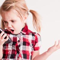 Ön szerint hány éves kortól adjunk a gyereknek mobiltelefont?