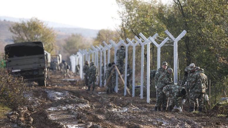 fyrom-army-starts-building-fence-on-greek-border_w_l.jpg