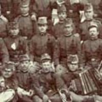 Csákó, bojt és magyarnadrág – bakák Békéscsabáról