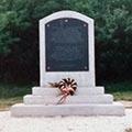 A tápiósülyi internáltak temetőjének emlékműve