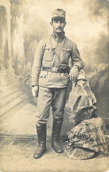 Nagy Lajos 31-es honvéd zászlós, később hadnagy 1915-ben Lublinban készült fotója – kép a kötetből